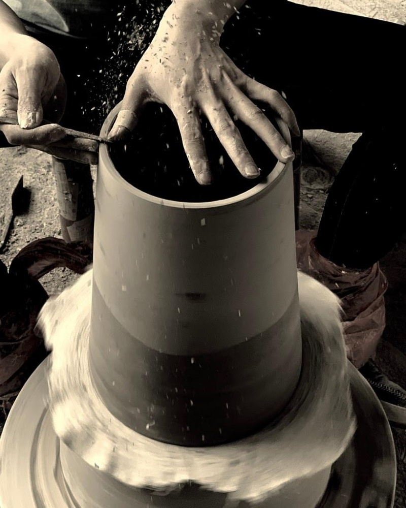 Artisans from Middle Kingdom wheel throwing porcelain pieces