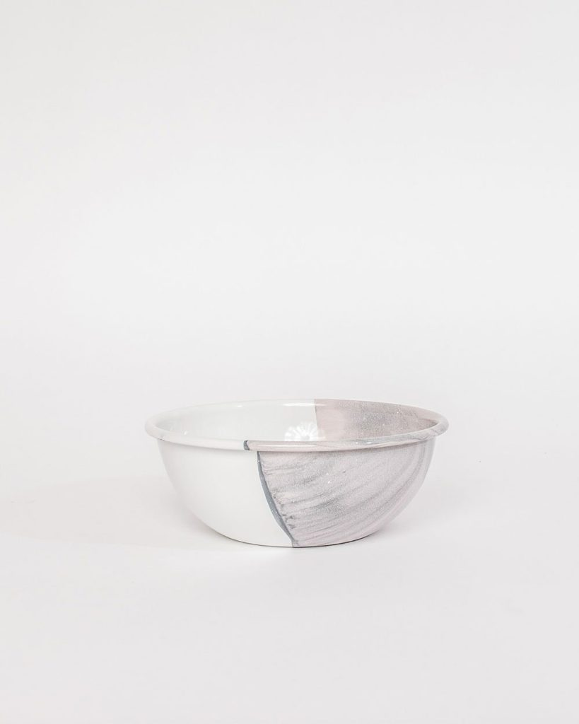 white and gray bowl