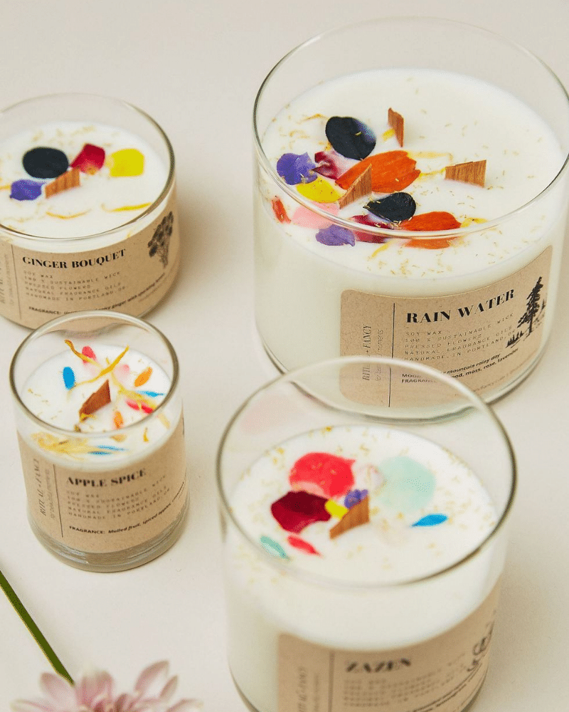 Glass tumbler candle with flowers