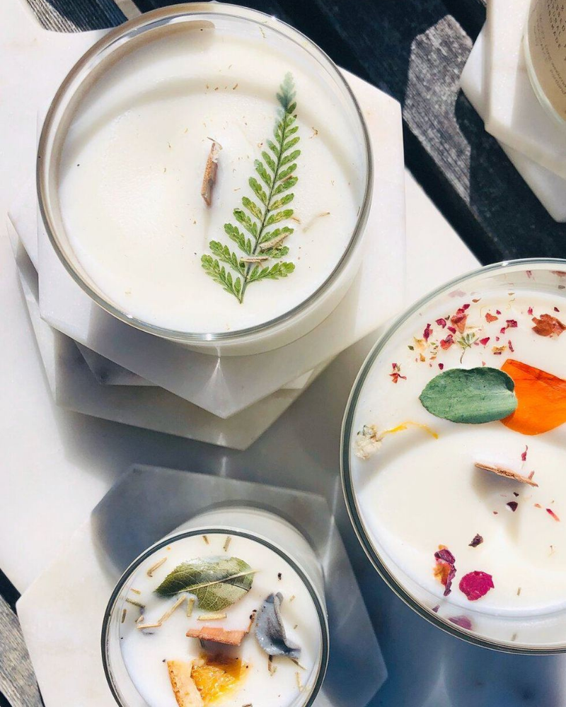 Vegan, soy candles with pressed flowers and a wooden wick